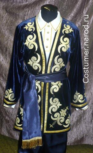 На фотографиях представлен мужской казахский национальный костюм, сшитый в нашем ателье.